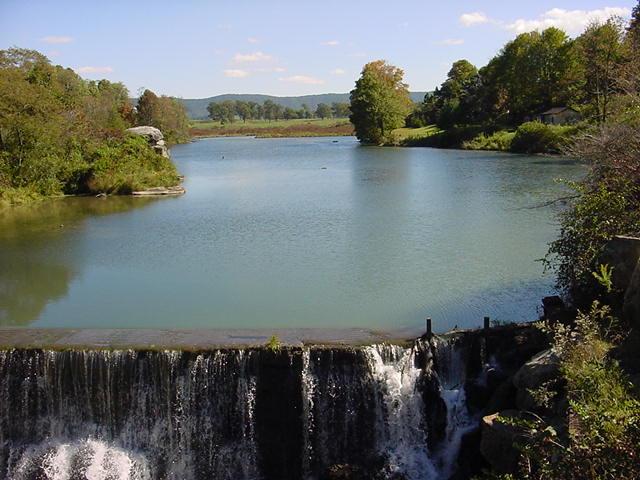 Click image for larger version  Name:River & dam @ Bert's Garden WV #3-03.jpg Views:113 Size:62.3 KB ID:9260