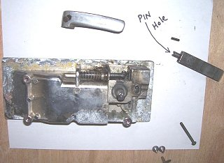 Click image for larger version  Name:broken latch.JPG Views:91 Size:71.2 KB ID:93420