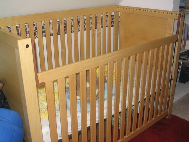 Click image for larger version  Name:Alyssa's Crib 3.jpg Views:75 Size:91.9 KB ID:93562