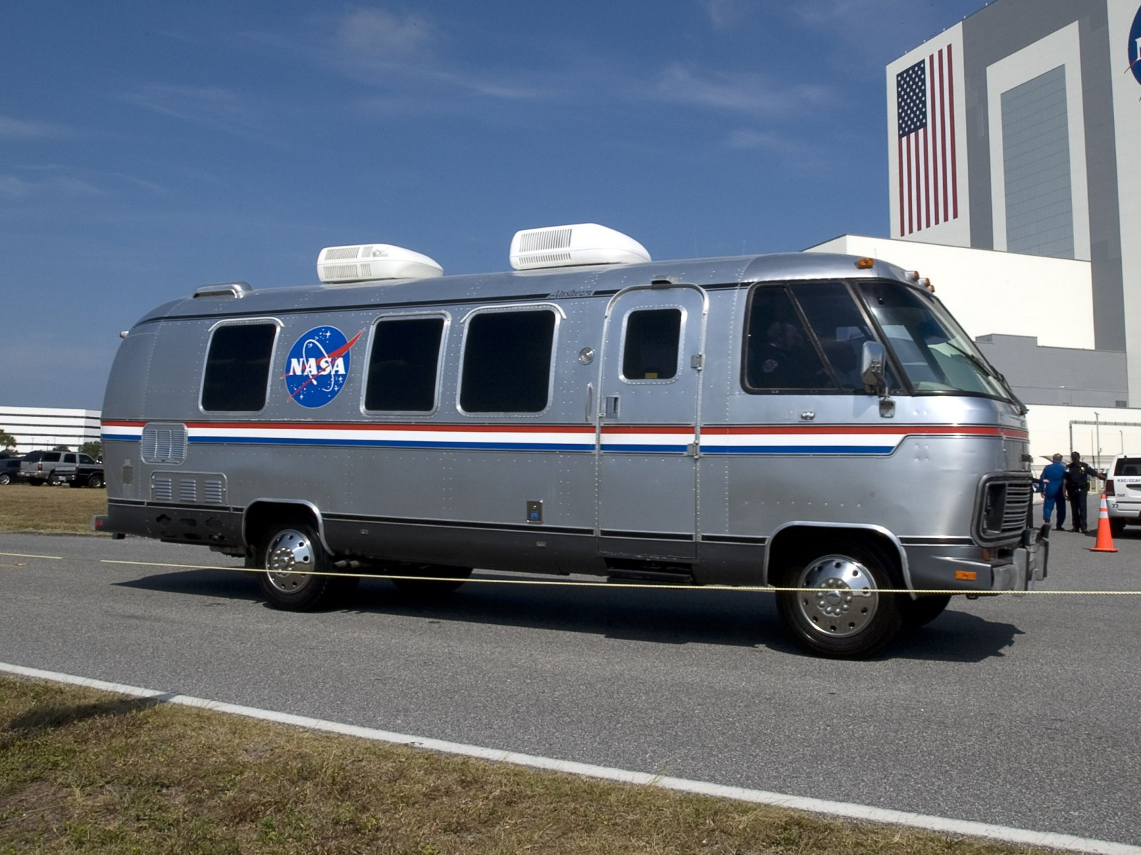 Click image for larger version  Name:NASA_Astrovan2.jpg Views:81 Size:301.7 KB ID:93767