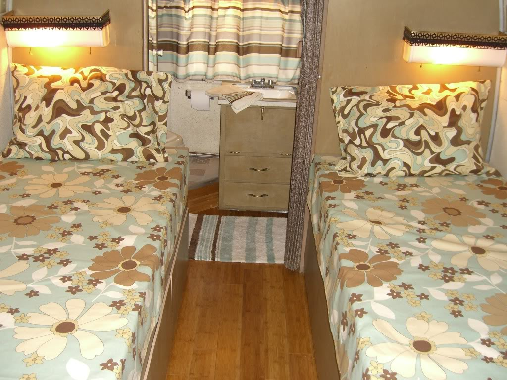 Click image for larger version  Name:1959 Airstream Overlander Interior Cabin Aft.jpg Views:53 Size:197.0 KB ID:94237