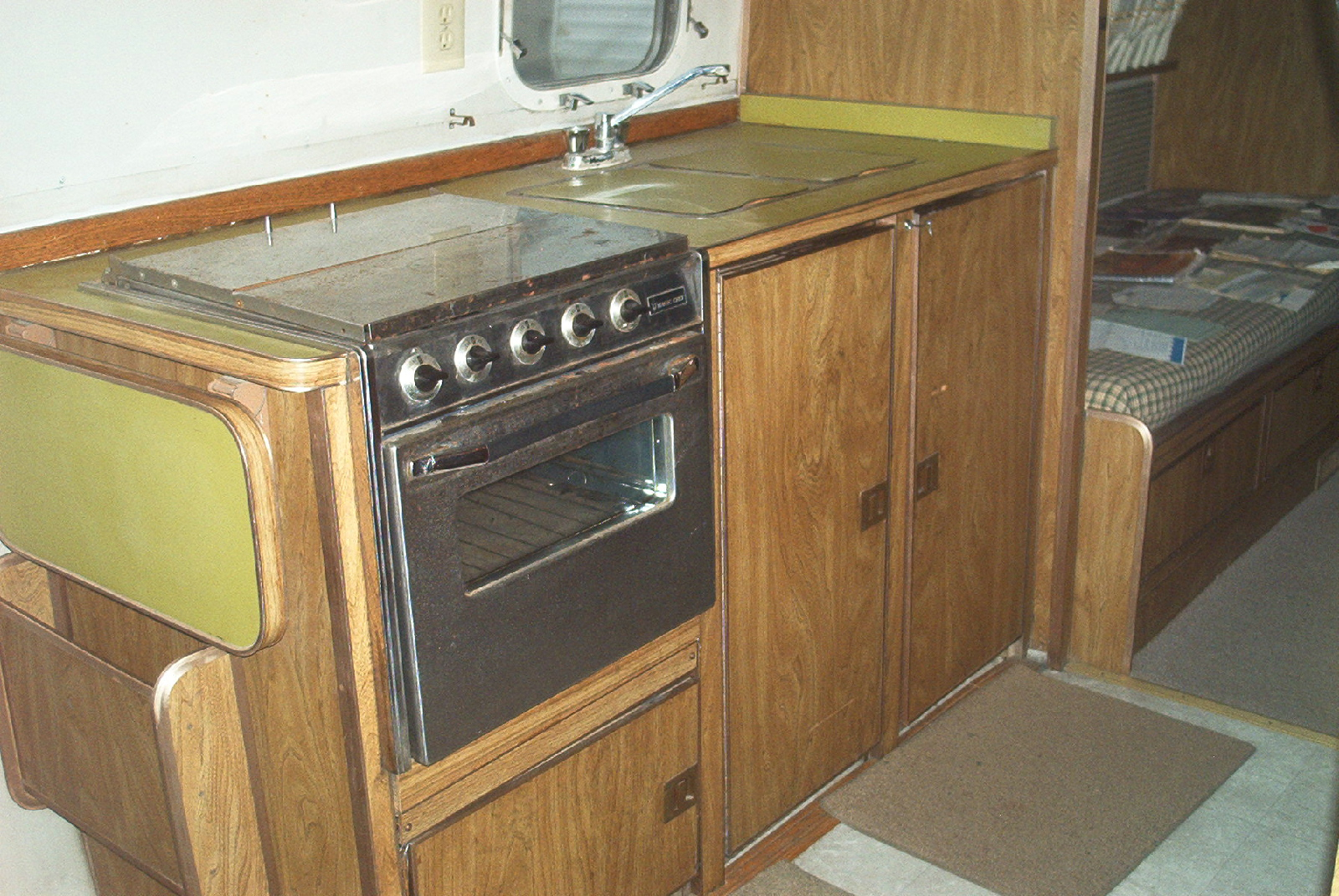 Click image for larger version  Name:Old curb side cabinet.jpg Views:79 Size:958.6 KB ID:95501
