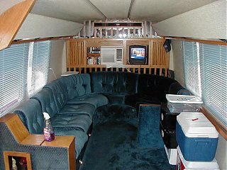 Click image for larger version  Name:Airstream funeral coach 2 small.jpg Views:158 Size:66.4 KB ID:9568