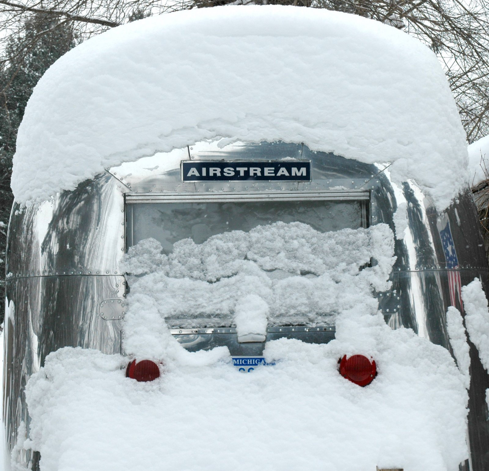 Click image for larger version  Name:snowycaravel.jpg Views:96 Size:384.7 KB ID:96087
