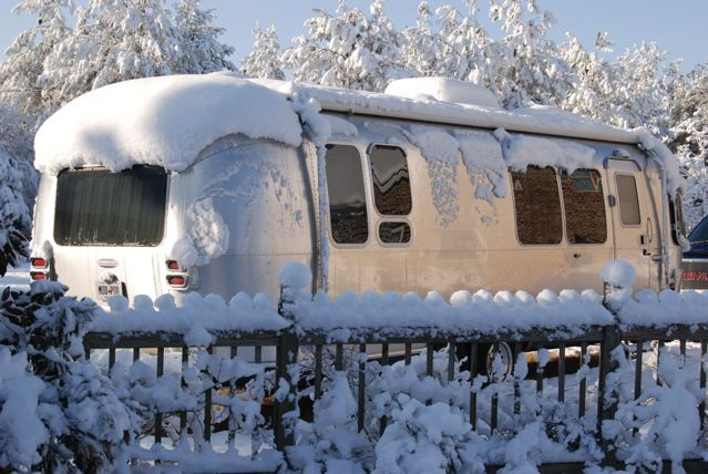 Click image for larger version  Name:Airstream in snow.jpg Views:112 Size:93.2 KB ID:96286