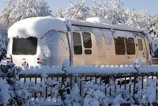Click image for larger version  Name:Airstream in snow.jpg Views:130 Size:93.2 KB ID:96286
