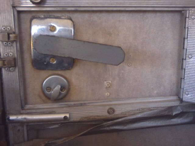 Click image for larger version  Name:Icky door handle 030.jpg Views:144 Size:26.8 KB ID:9739
