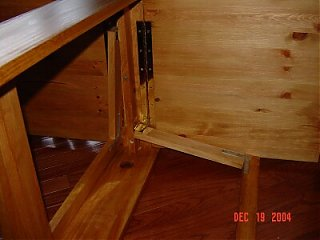 Click image for larger version  Name:Folding table.jpg Views:193 Size:27.1 KB ID:9801