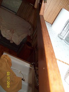 Click image for larger version  Name:Inside cabinet looking down.jpg Views:97 Size:223.3 KB ID:98312