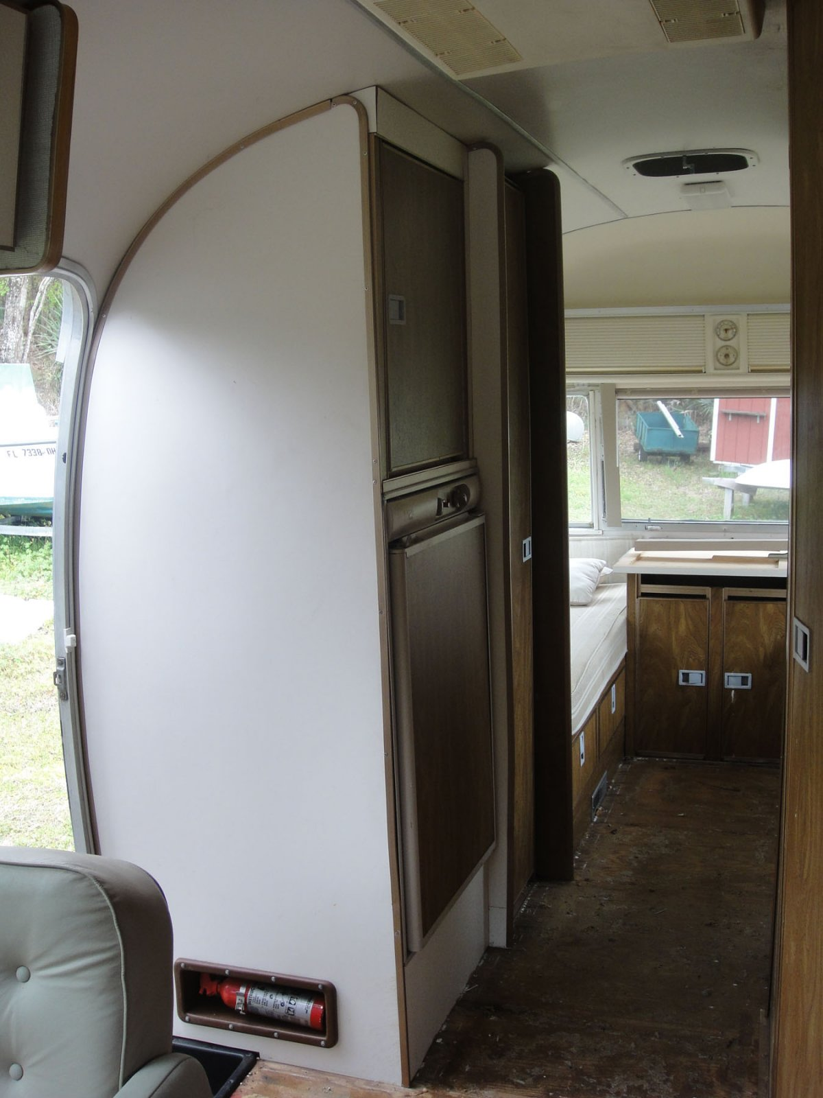 Click image for larger version  Name:interior 3-18-10 006.jpg Views:90 Size:198.3 KB ID:98618