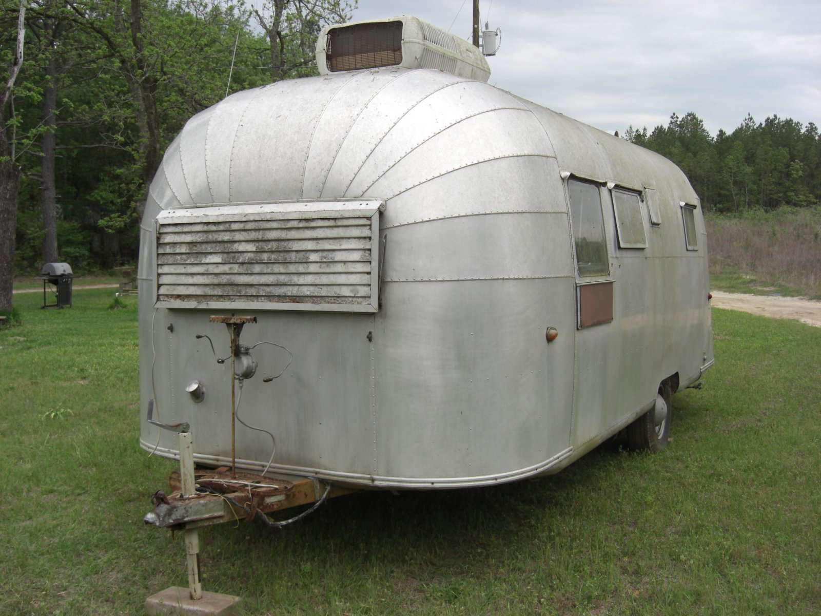 Click image for larger version  Name:1955 airstream 4-27p08 001.jpg Views:175 Size:301.7 KB ID:167