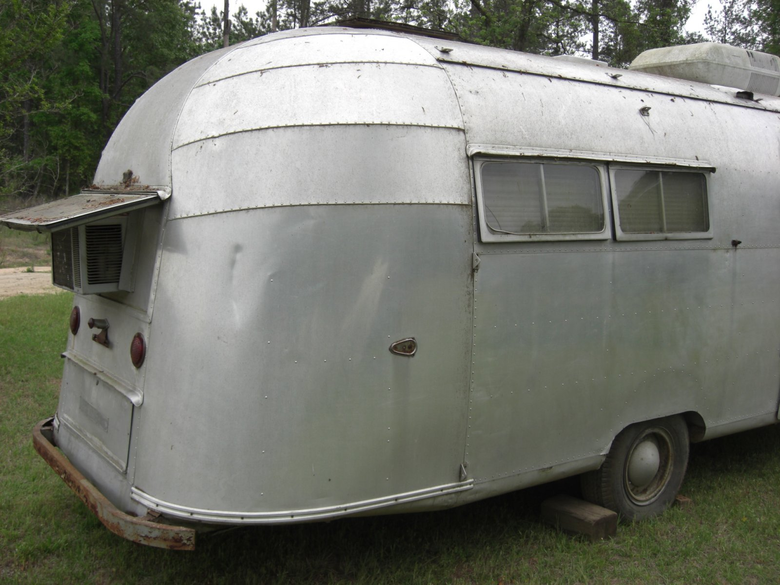 Click image for larger version  Name:1955 airstream 4-27p08 006.jpg Views:177 Size:265.4 KB ID:172