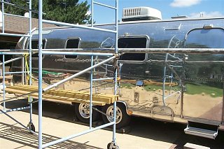 Click image for larger version  Name:AWNING TUBE ON SCAFFOLD (Medium).JPG Views:600 Size:86.7 KB ID:3558