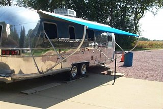 Click image for larger version  Name:AWNING OUT (Medium).JPG Views:2789 Size:76.7 KB ID:3560