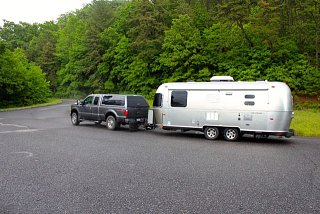 Click image for larger version  Name:Spud & truck on Blue Ridge P{kwy.jpg Views:169 Size:67.2 KB ID:3814