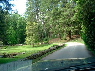Click image for larger version  Name:Biltmore approach road.jpg Views:191 Size:72.6 KB ID:3820