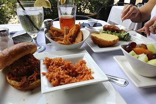 Click image for larger version  Name:Lunch at Belford's.jpg Views:166 Size:53.7 KB ID:3846