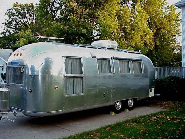 Mary And John Remodel Their 1980s Kitchen With A Fresh: Overlander Land Yacht International :: 1964 Airstream